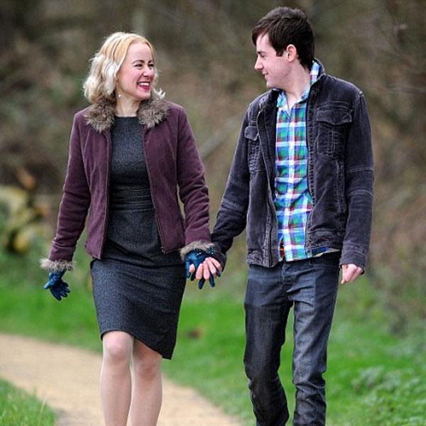 ما هي سلبيات مواعدة شاب أصغر سناً؟