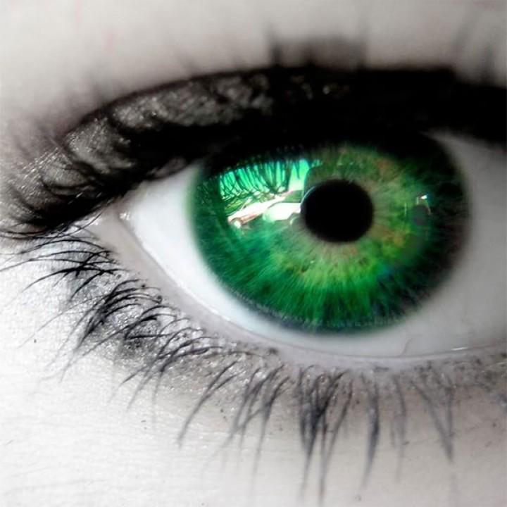 لون العيون والشخصيات
