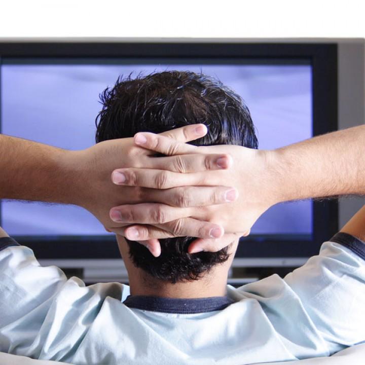 هل مشاهدة التلفاز تجعلك تفقد نومك؟
