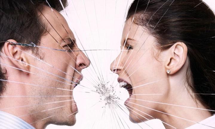 كيفية إكتشاف العدوانية والسلبية في العلاقة العاطفيـة