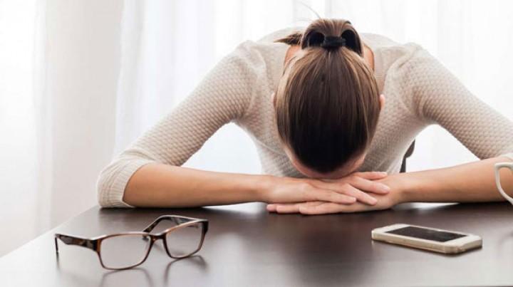 هل هاتفك الذكّي رفيقك الدائم؟ حذار من الإكتئاب