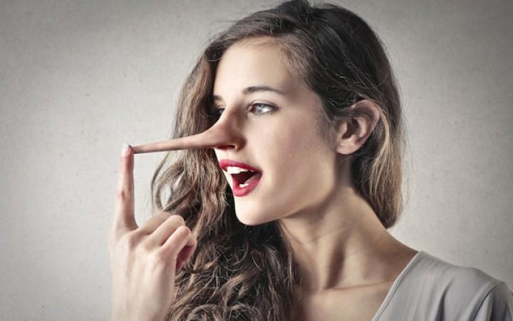 لم تكذب النساء في العلاقة العاطفيّة؟
